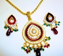 Necklace Pearl/Green/Red